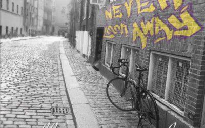 "Allison vonBuelow's Debut Album ""Never Look Away"" Out Now!"